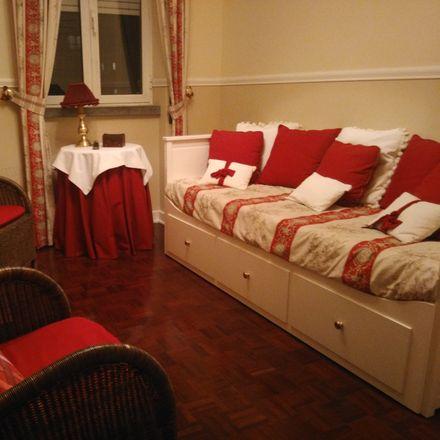 Rent this 3 bed room on Av. Bombeiros Voluntários de Algés in 1495 Algés, Portugal