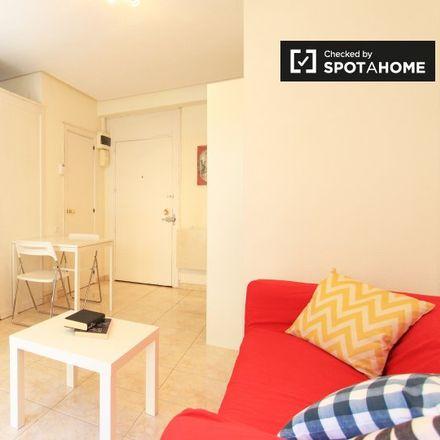 Rent this 1 bed apartment on Escuela Superior de Secretarias in Calle de Lagasca, 28001 Madrid