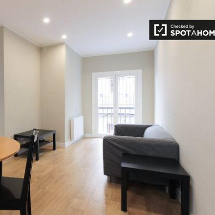 Rent this 3 bed apartment on Dino in gelateria italiana, Plaça de la Revolució de Setembre de 1868
