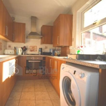 Rent this 5 bed house on Hanover Square in Leeds LS3 1AP, United Kingdom