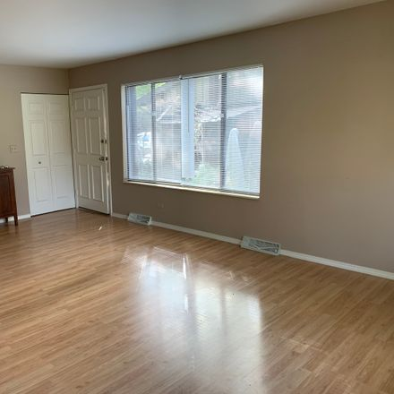 Rent this 2 bed townhouse on 690 Circle Drive in Medinah, IL 60172