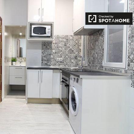 Rent this 1 bed apartment on Farmacia - Paseo Delicias 115 in Paseo de las Delicias, 115