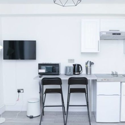 Rent this 1 bed apartment on Burlington Gardens in London W3 6BA, United Kingdom