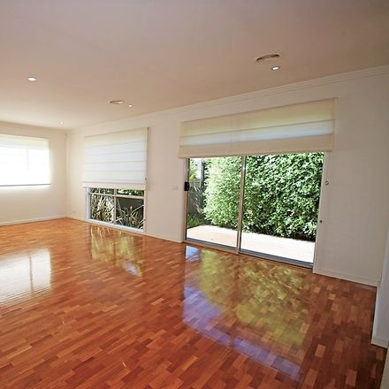 Rent this 4 bed townhouse on 2A Shanahan Crescent