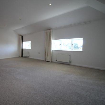 Rent this 2 bed apartment on Rocksborough House in 117-123 Warwick Road, Solihull B92 7GA