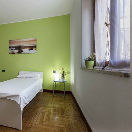 Rent this 5 bed room on Via Padova in 224, 20132 Milano MI