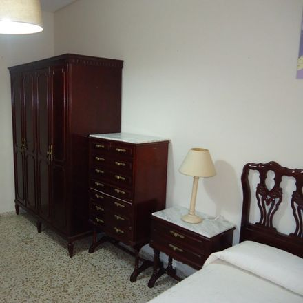 Rent this 3 bed room on Alberca in Fernando Colón, 15