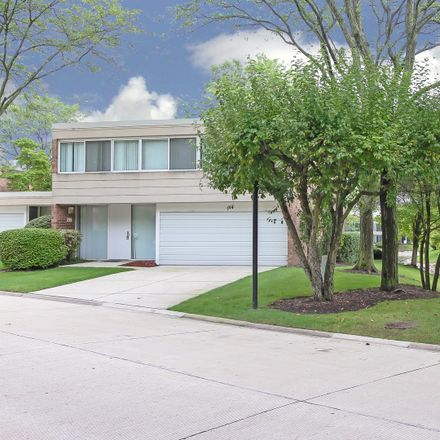 Rent this 3 bed condo on 155 Avon Road in Northbrook, IL 60062