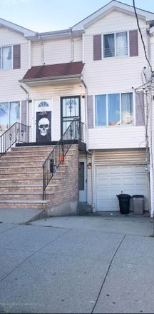 Rent this 3 bed townhouse on 18 Wright Street in New York, NY 10304