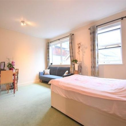 Rent this 1 bed loft on St Andrew's House in St Mary's Close, Maidenhead SL6 1YY