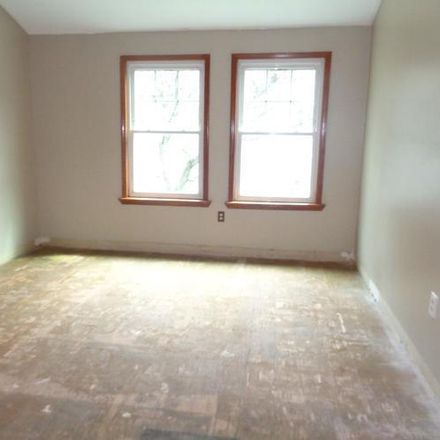 Rent this 3 bed condo on 121 Pond Way in New York, NY 10303