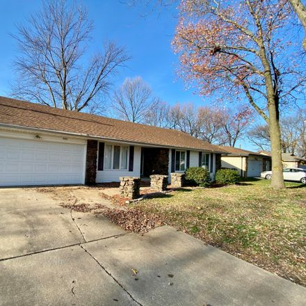Rent this 3 bed house on 3841 South Queens Court in Springfield, MO 65807