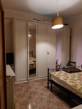Room In 3 Bed Apt At Piazza Salvatore Lobianco 37 80143 Napoli Na Italy 5377444 Rentberry
