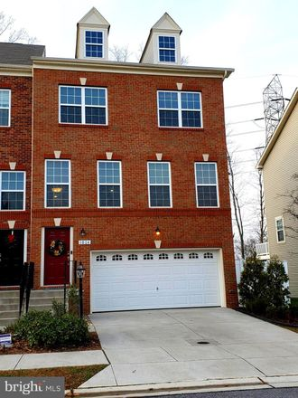 Rent this 3 bed townhouse on Red Clover Dr in Finksburg, MD