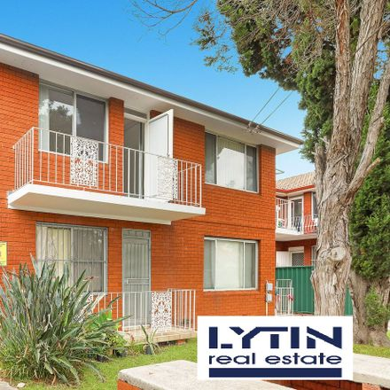 Rent this 2 bed apartment on 1/52 Park Street