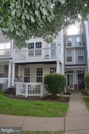 Rent this 3 bed townhouse on 8 Crusader Court in Germantown, MD 20874