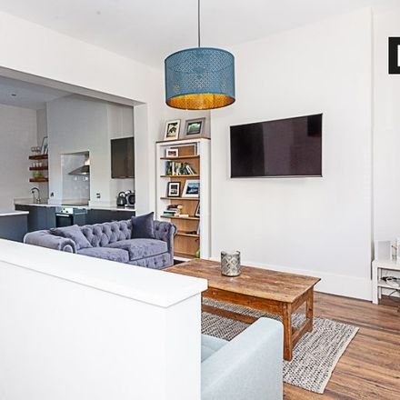 Rent this 3 bed apartment on Sir Patrick Dun's Hospital in Grand Canal Street Lower, South Dock ED