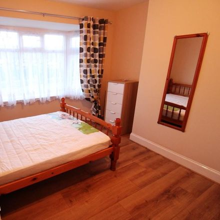 Rent this 3 bed house on Luton Road in Dunstable LU5 4LG, United Kingdom