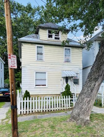 Rent this 3 bed house on 1863 Becker Street in Schenectady, NY 12304