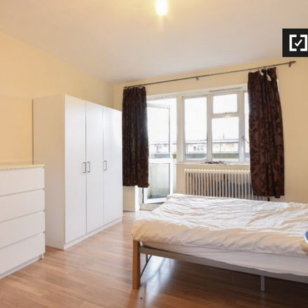 Rent this 4 bed apartment on Jubilee Gardens in Bromehead Road, London E1 3EH
