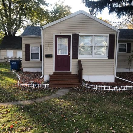 Rent this 1 bed room on 2639 Maplewood Avenue in Toledo, OH 43610