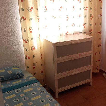 Rent this 3 bed room on Calle 28 de Febrero in 41920 San Juan de Aznalfarache, Spain