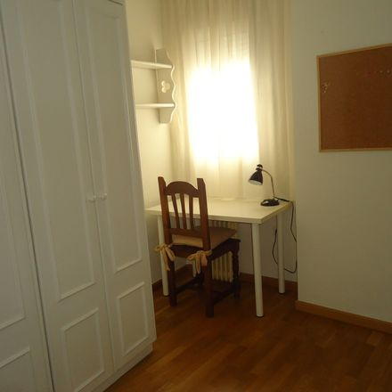 Rent this 4 bed room on Plaza de Colón in 20, 14001 Córdoba