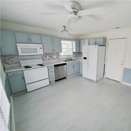 Rent this 3 bed house on Lubbock Dr in Hope Mills, NC