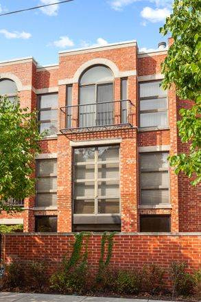 Rent this 3 bed townhouse on 414-416 West Grant Place in Chicago, IL 60614