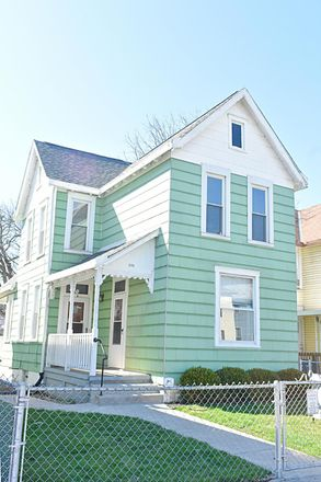 Rent this 2 bed house on 121 Chicago Avenue in Columbus, OH 43222