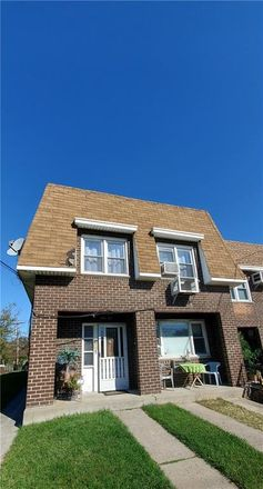 Rent this 4 bed townhouse on 25th Rd in Flushing, NY