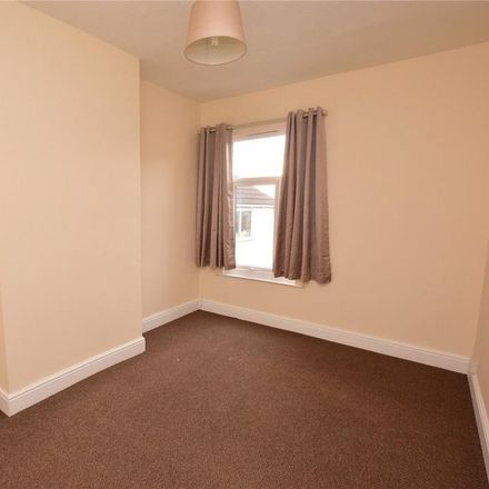 Rent this 2 bed apartment on Rizzo's in Cromwell Road, Grimsby DN31 2DW