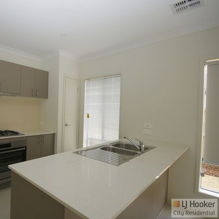 Rent this 4 bed house on 40 Waldorf Avenue