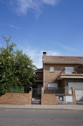 Rent this 5 bed room on Calle Antonio Machado in 28691 Villanueva de la Cañada, Spain