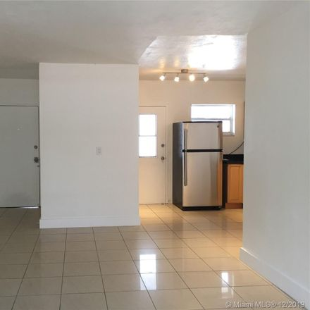 Rent this 3 bed condo on Exprezo (Stop n Shop) in 1300 Lincoln Road, Miami Beach
