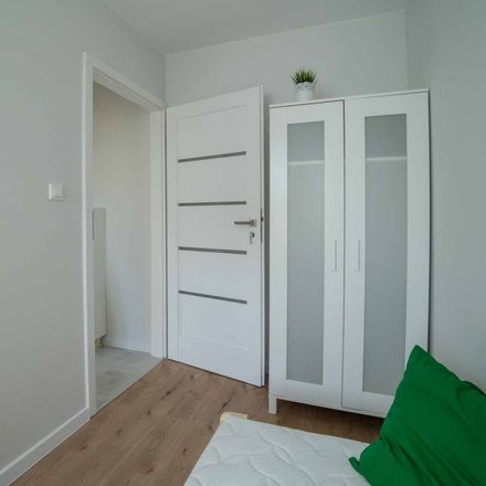 Rent this 5 bed room on Edwarda Dembowskiego 7 in 02-784 Warsaw, Poland