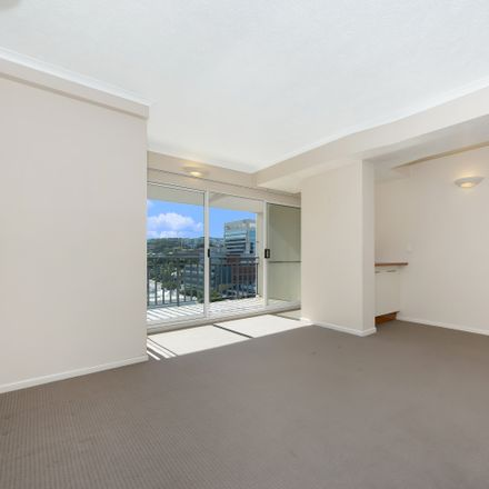 Rent this 3 bed apartment on 73/86 Ogden Street