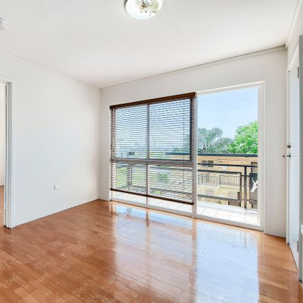 Rent this 1 bed apartment on 17/76-78 Gladstone Road