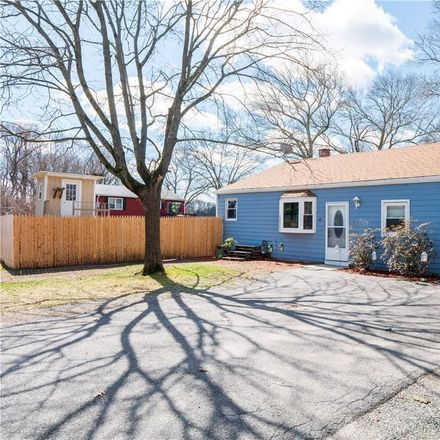 Rent this 3 bed house on 48 Strawberry Field Road in Warwick, RI 02886
