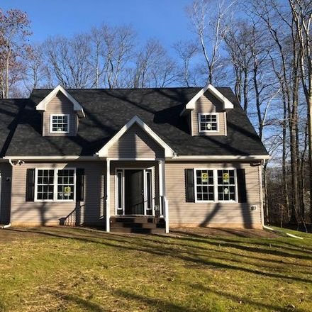 Rent this 3 bed house on Titania Rd in Tobyhanna, PA