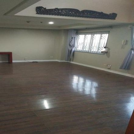 Rent this 3 bed condo on Upper McKinley Road in Taguig, 1630