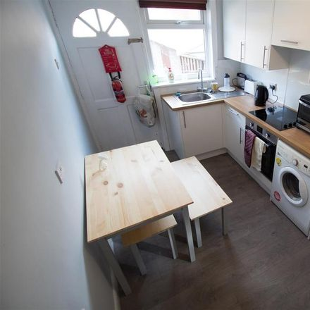 Rent this 3 bed house on Back Headingley Mount in Leeds LS6 3EP, United Kingdom