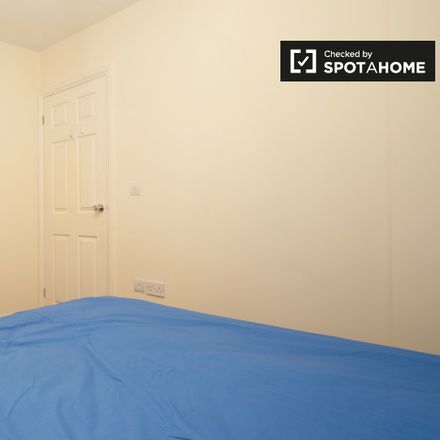 Rent this 5 bed apartment on Saxon Drive in London W3 0NX, United Kingdom