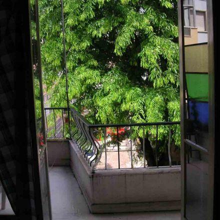 Rent this 3 bed room on Muralha de Pequim in Rua Doutor António Granjo, 1495-011 Algés