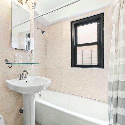 Rent this 1 bed condo on 520 East 81st Street in New York, NY 10028