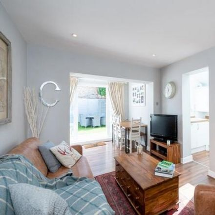 Rent this 2 bed apartment on The Pig & Whistle in 479-481 Merton Road, London SW18 5LD