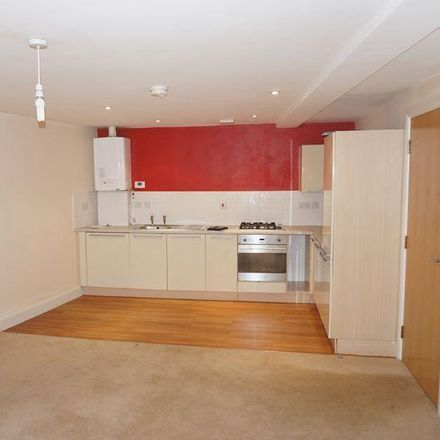 Rent this 1 bed apartment on Specsavers in Vicarage Lane, Rotherham S65 1AY