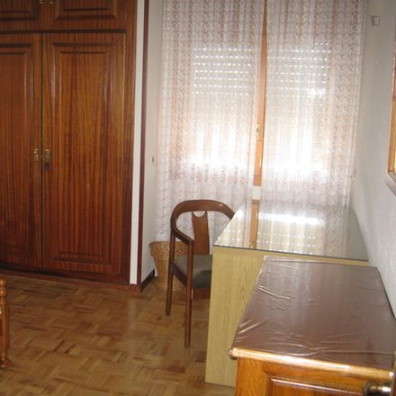 Rent this 4 bed room on Calle Enrique IV in 12, 40004 Segovia