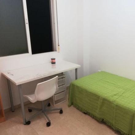 Rent this 3 bed room on Centro de Salud Miraflores de los Ángeles in Calle Enrique de Egas, 29080 Málaga