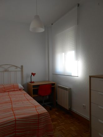Rent this 3 bed room on Calle de Cayetano Rodríguez in 28001 Madrid, Spain
